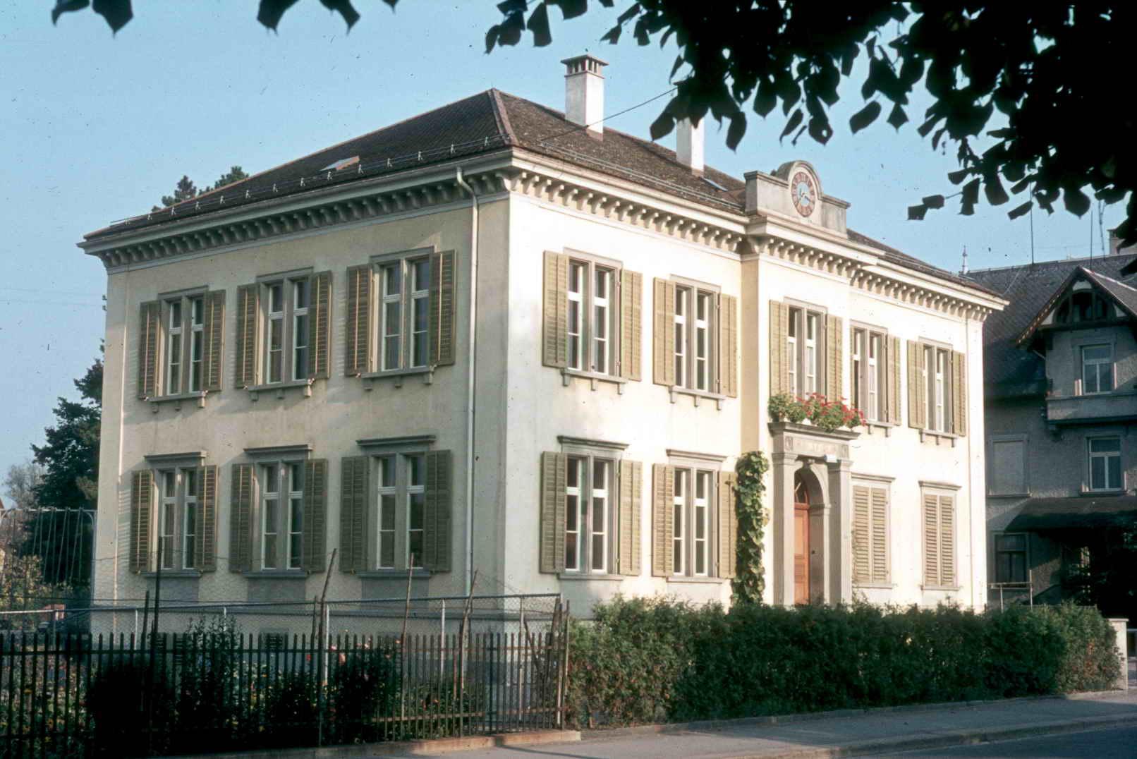71 25 Schulhaus Kurzdorf
